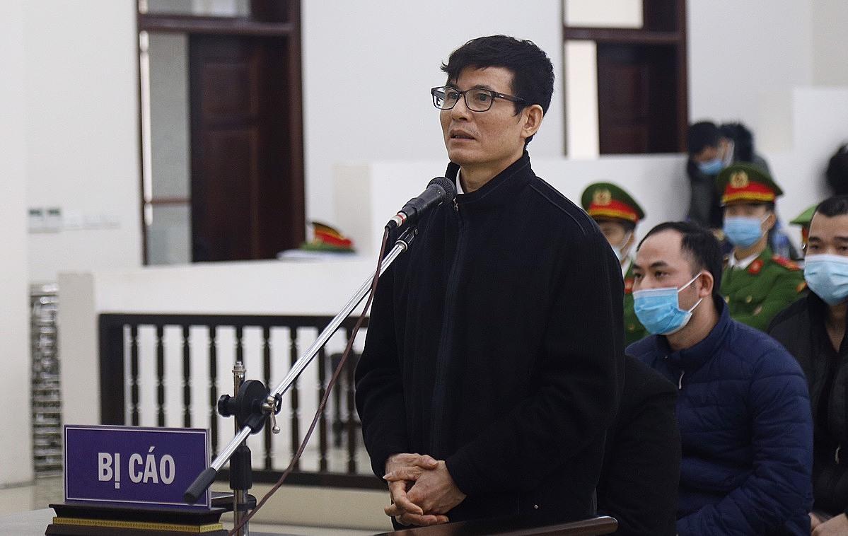 Bị cáo Nguyễn Xuân Trường trả lời chất vấn sáng 22/12. Ảnh: Thanh Danh