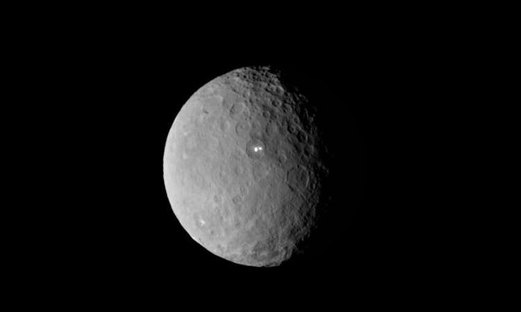Ceres, thiên thể lớn nhất trong vành đai tiểu hành tinh của hệ Mặt Trời. Ảnh: NASA.