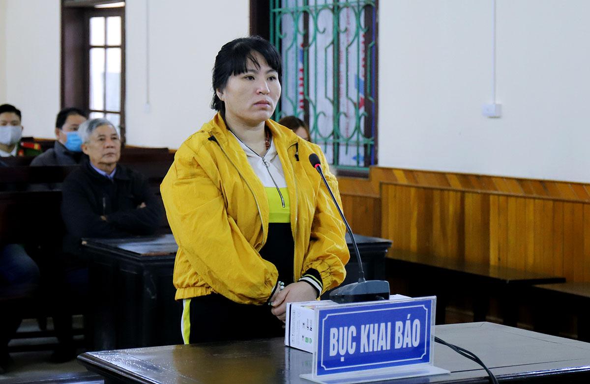 Bị cáo Hoa tại tòa sáng 23/12. Ảnh: Đức Hùng