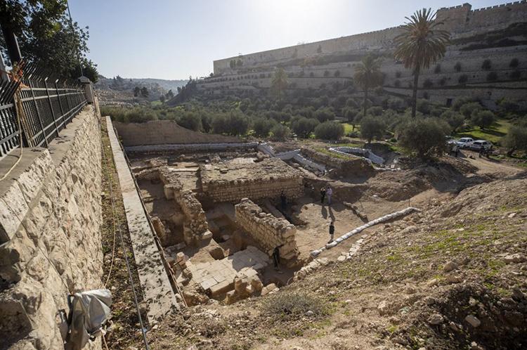 Tàn tích nhà thờ 1.500 năm dưới chân vườn Gethsemane. Ảnh: Atef Safadi/IAA.