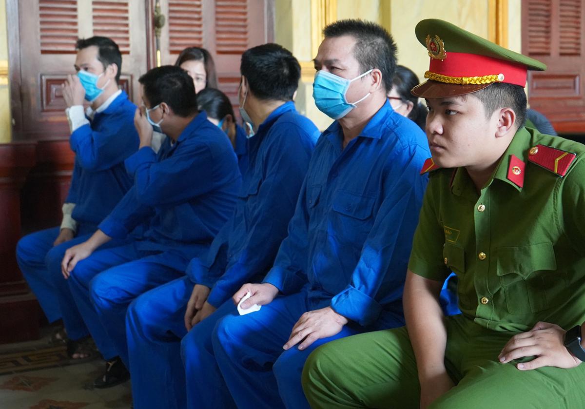 Các bị cáo tại toà chiều 23/12. Ảnh: Dương Trang.