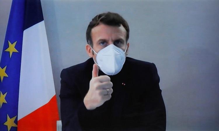 Tổng thống Pháp Emmanuel Macron tham dự một cuộc họp trực tuyến hôm 17/12, cùng ngày ông xét nghiệm dương tính với nCoV. Ảnh: AFP.