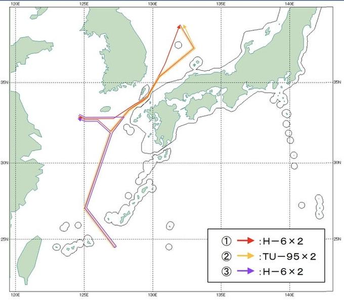 Đường bay của oanh tạc cơ Nga, Trung Quốc hôm 22/12. Đồ họa: Bộ Quốc phòng Nhật Bản.
