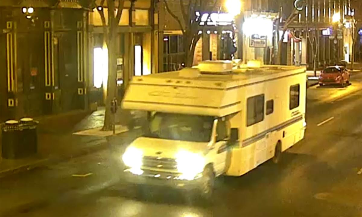 Xe dã ngoại nghi mang bom tới khu vực trung tâm thành phố Nashville, Mỹ, ngày 25/12. Ảnh: Twitter/MNPDNashville.