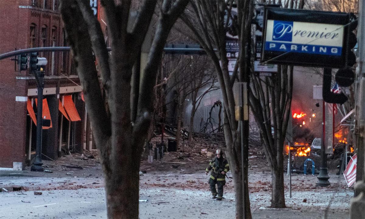 Hiện trường vụ nổ ở thành phố Nashville, bang Tennessee, Mỹ, ngày 25/12. Ảnh: Reuters.