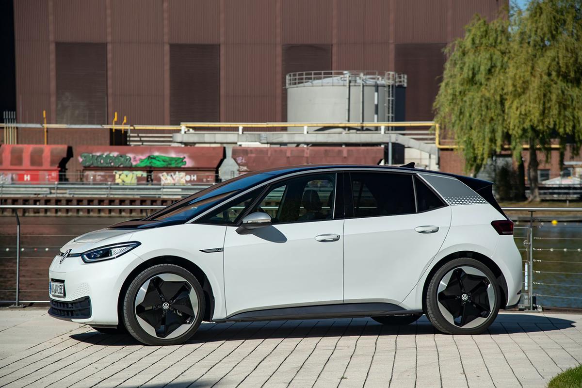 Một mẫu xe điện của Volkswagen. Ảnh: Carscoops