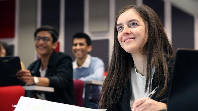 Ngành kinh doanh là một trong những ngành học thế mạnh, được nhiều sinh viên quốc tế lựa chọn của giáo dục xứ Wales. Ảnh: Hội đồng Anh.