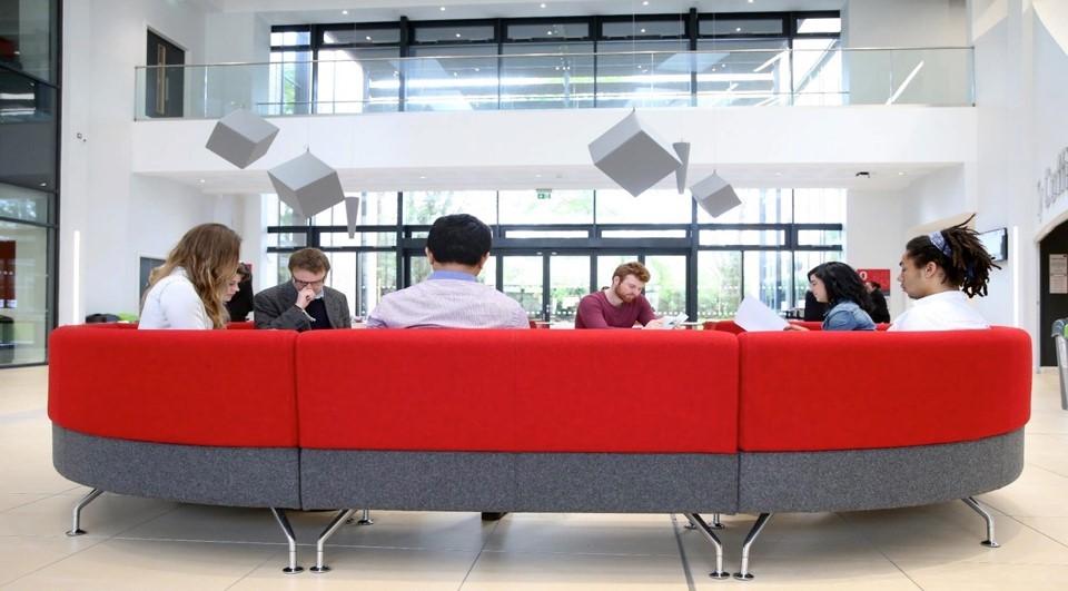 Trường Kinh doanh đại học Cardiff thuộc top 5% các trường trên thế giới được nhận chứng chỉ AACSB. Ảnh: Hội đồng Anh.