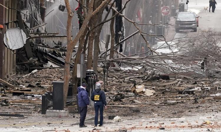 Hiện trường vụ nổ ở thành phố Nashville, bang Tennessee, sáng 25/12. Ảnh: AP.