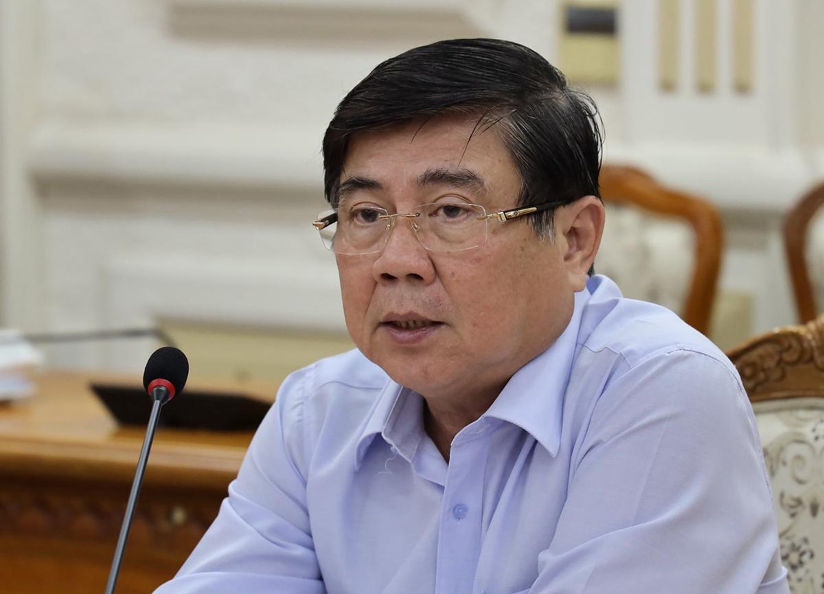 Chủ tịch UBND thành phố Nguyễn Thành Phong chủ trì cuộc họp chiều 28/12. Ảnh: Trung tâm Báo chí TP HCM.