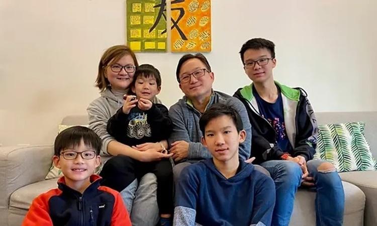 Gia đình Koh tại nhà riêng ở Vũ Hán. Ảnh: CNA.