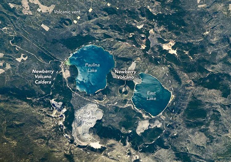 Núi lửa Newberry nhìn từ Trạm Vũ trụ Quốc tế. Ảnh: NASA Earth Observatory.