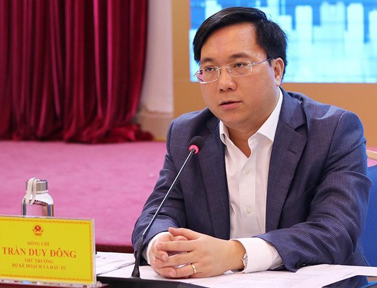 Ông Trần Duy Đông thông tin về triển lãm tại buổi họp báo. Ảnh: NX.