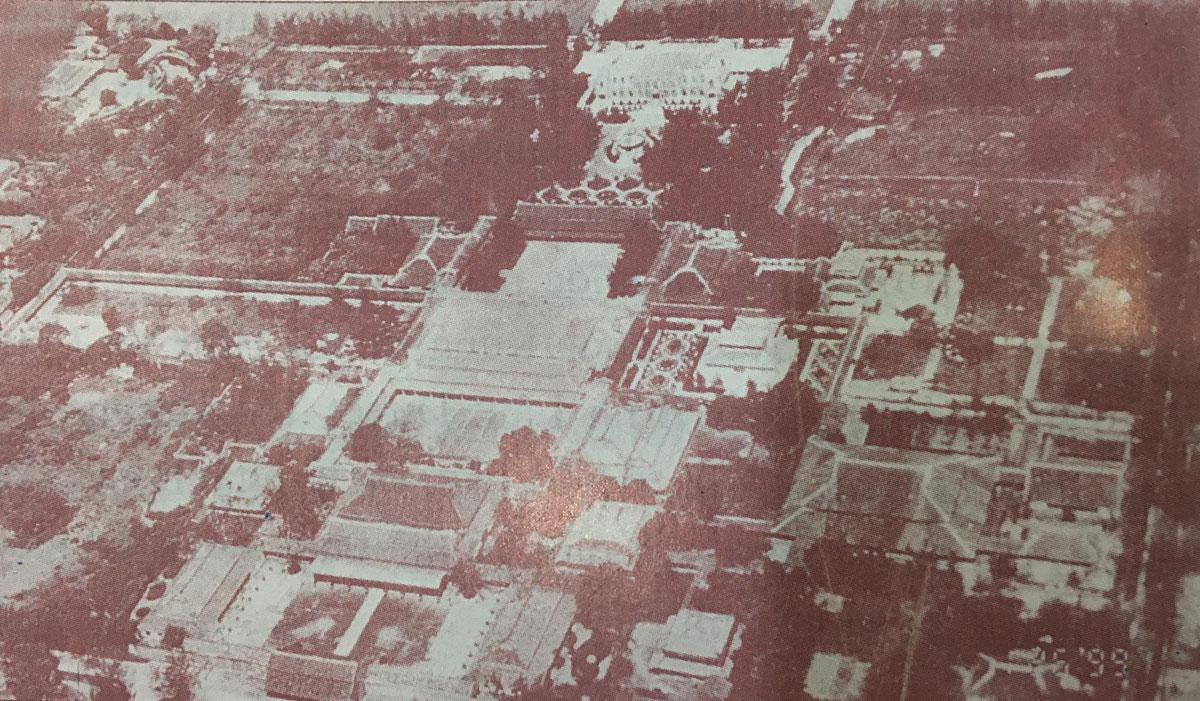 Tử Cấm thành nhìn từ phía nam, ảnh chụp từ máy bay khoảng năm 1932. Nguồn: Phan Thuận An.