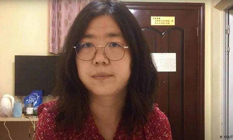 Nhà báo Zhang Zhan tại thành phố Vũ Hán, tỉnh Hồ Bắc, Trung Quốc hồi đầu năm. Ảnh: AFP.