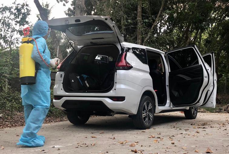 Xe 7 chỗ chở 6 người vượt biên từ An Giang về TP HCM. Ảnh: Cửu Long.