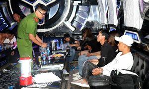 24 người chơi ma túy trong quán karaoke
