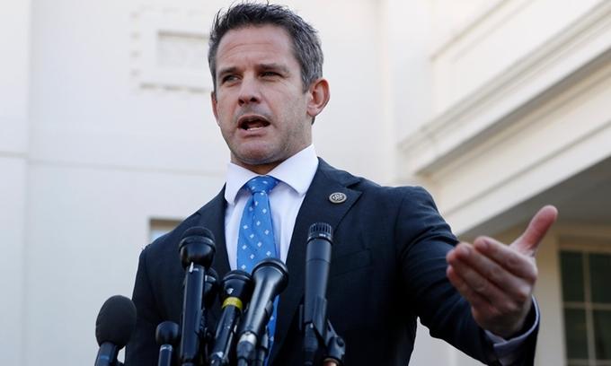 Hạ nghị sĩ Cộng hòa Adam Kinzinger phát biểu tại Nhà Trắng hồi tháng 3/2019. Ảnh: AP.