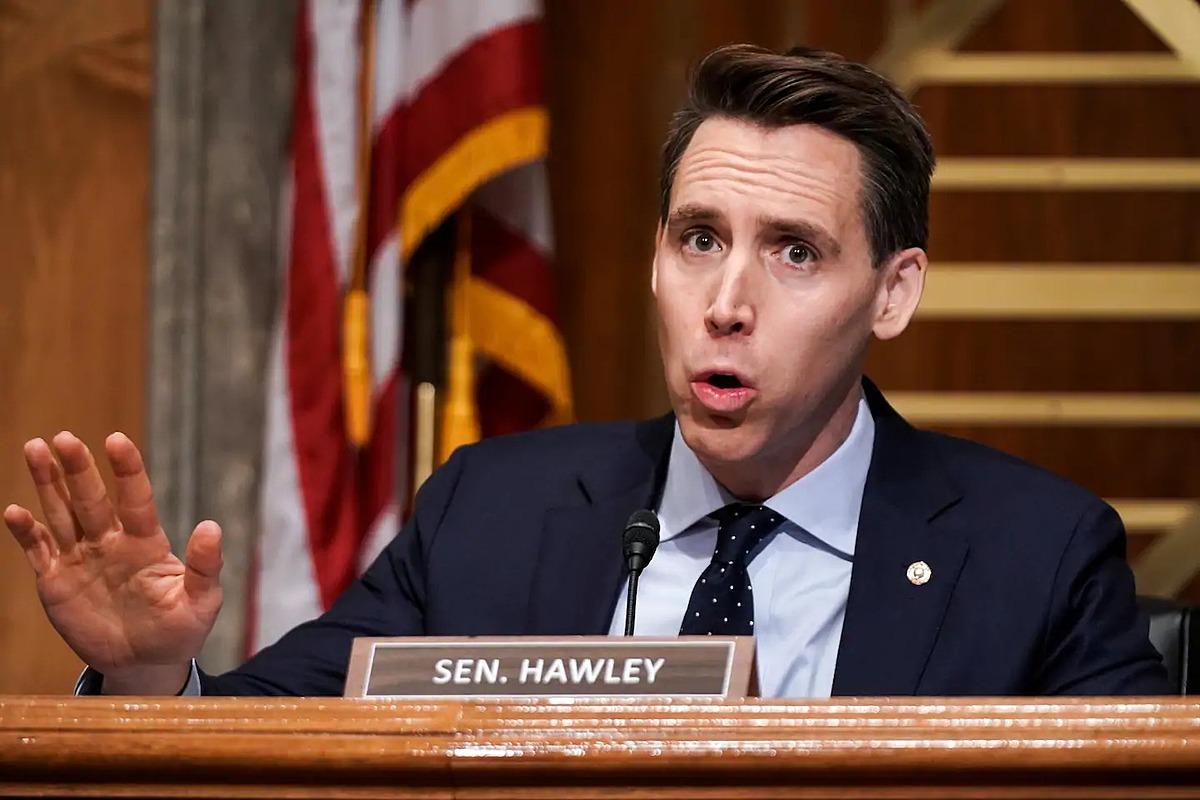 Josh Hawley tại Washington ngày 16/12. Ảnh: Reuters.