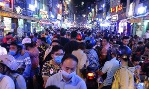 Tiểu thương phố Tây Sài Gòn hồ hởi vì 'khách đông nhất năm'