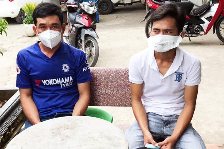 Phan Phi Hùng (trái) và Phan Thanh Hập ngày 31/12/2020. Ảnh: Công an cung cấp