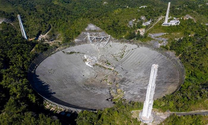 Đài quan sát vô tuyến Arecibo chính thức sụp đổ cuối năm ngoái. Ảnh: AFP.