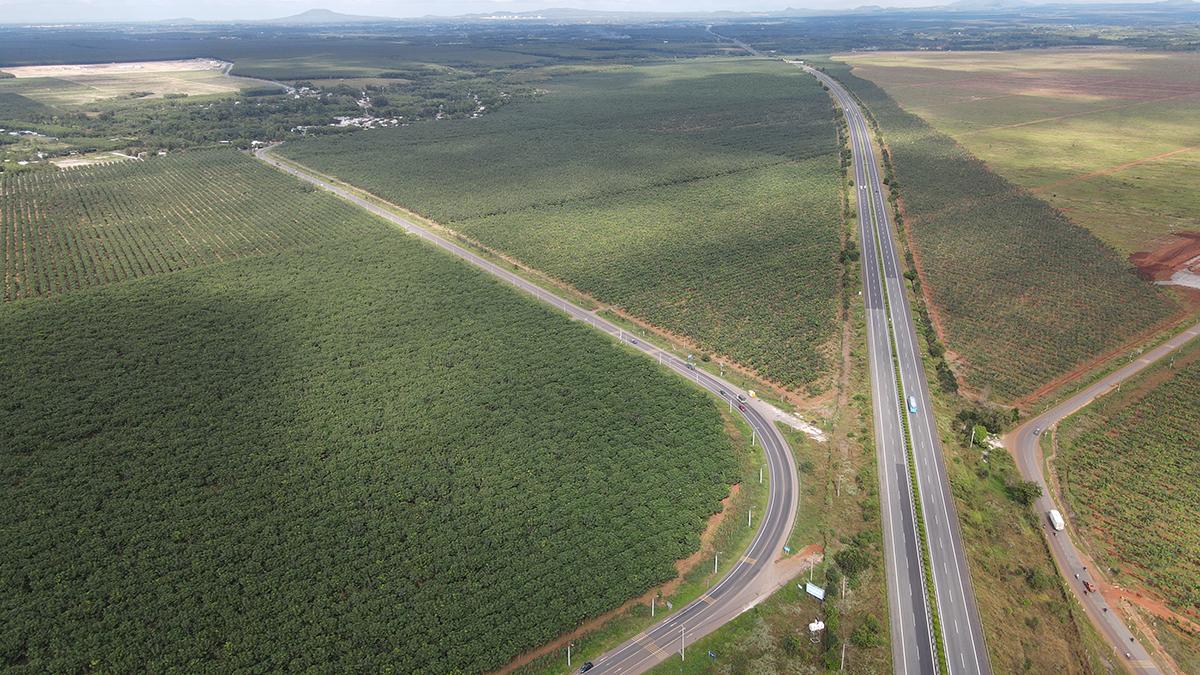 Tỉnh lộ 769 (bên trái) đi qua xã Bình Sơn, chạy song sọng với cao tốc TP HCM - Long Thành - Dầu Giây. Ảnh: Phước Tuấn