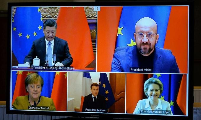 Các lãnh đạo EU họp trực tuyến cùng Chủ tịch Trung Quốc Tập Cận Bình (bên trái, góc trên) ngày 30/12. Ảnh: Reuters.