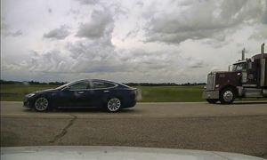 Tài xế Tesla bị bắt vì ngủ khi xe chạy 150 km/h