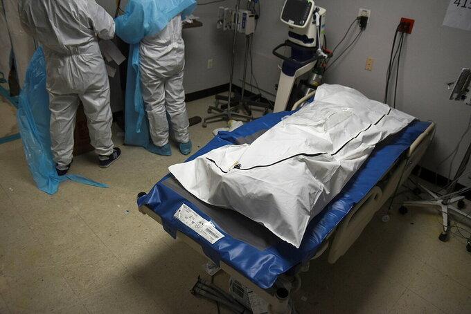 Một bệnh nhân Covid-19 tử vong tại Trung tâm Y tế United Memorial ở Houston, Mỹ, hồi tháng 12. Ảnh: Reuters
