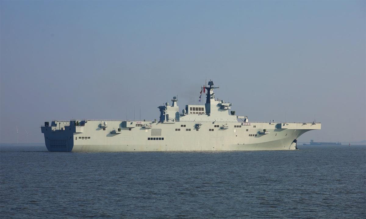 Tàu sân bay Type 075 thứ hai của Trung Quốc bắt đầu thử nghiệm trên biển, ngày 22/12. Ảnh: Twitter/RupprechtDeino.