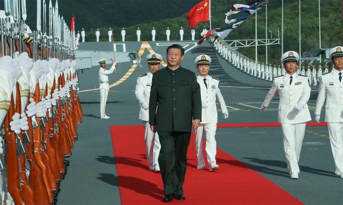 Chủ tịch Trung Quốc Tập Cận Bình trong lễ biên chế tàu sân bay Sơn Đông, tháng 12/2019. Ảnh: Xinhua.