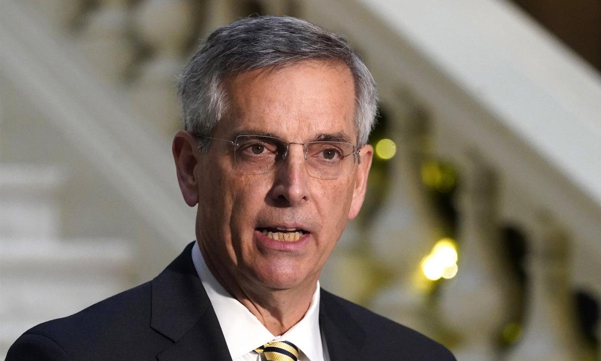 Tổng thư ký Raffensperger họp báo tại thành phố Atlanta, bang Georgia, hồi tháng 12/2020. Ảnh: AP.