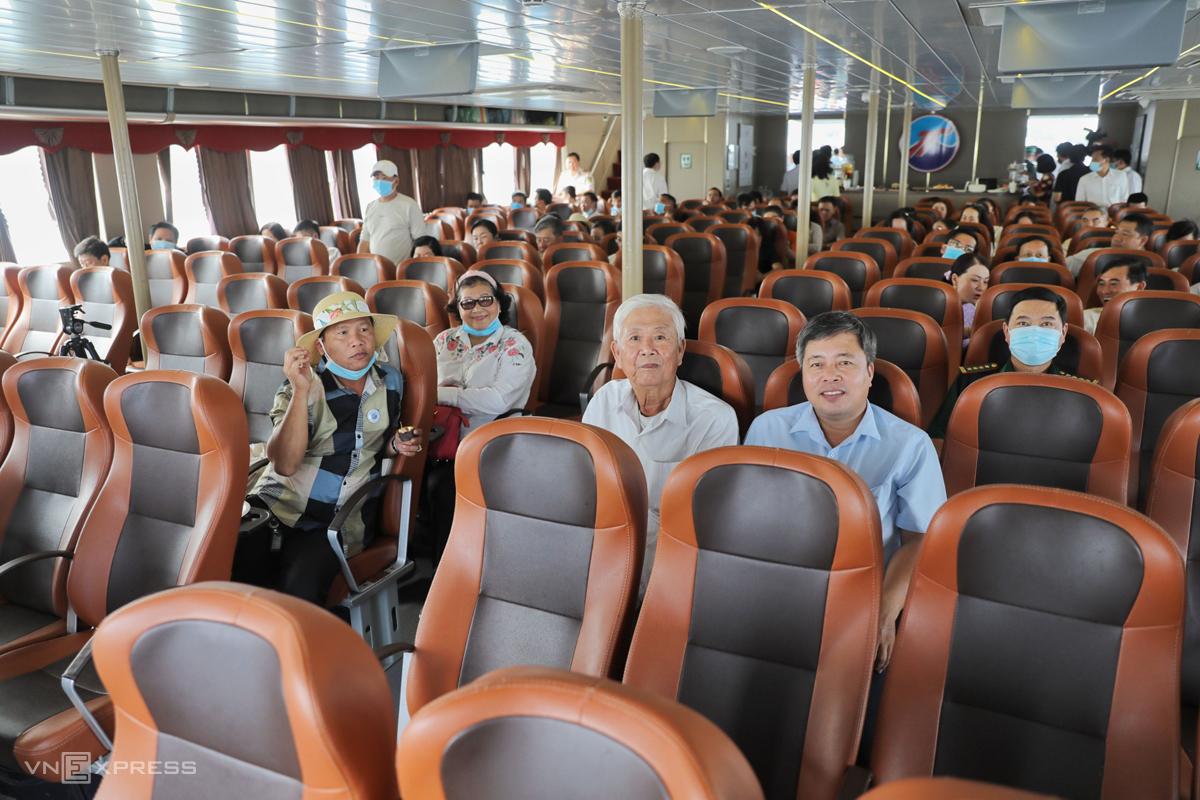 Khoang chở khách trên phà biển. Ảnh: Quỳnh Trần.