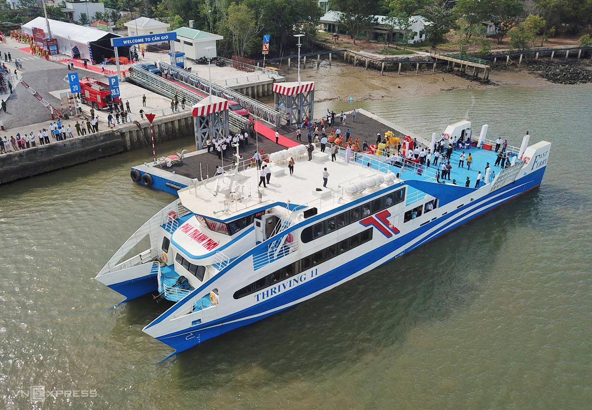 Phà biển đậu tại bến Tắc Suất, huyện Cần Giờ, sáng 4/1. Ảnh: Quỳnh Trần.