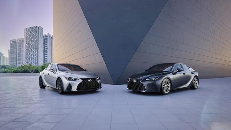 Bộ đôi Lexus IS 2021. Ảnh: Lexus Việt Nam.