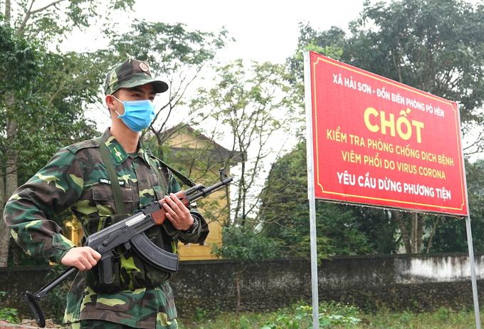 Bộ đội Biên phòng làm nhiệm vụ tại chốt chống dịch của đồn Pò Hèn, Quảng Ninh hồi tháng 3. Ảnh: Hoàng Thùy