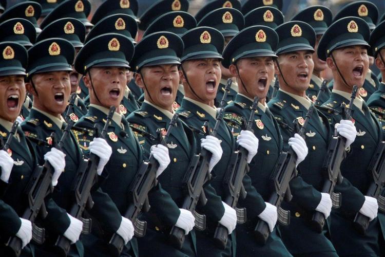 Quân đội Trung Quốc diễu binh mừng 70 năm quốc khánh hồi năm 2019. Ảnh: Reuters.