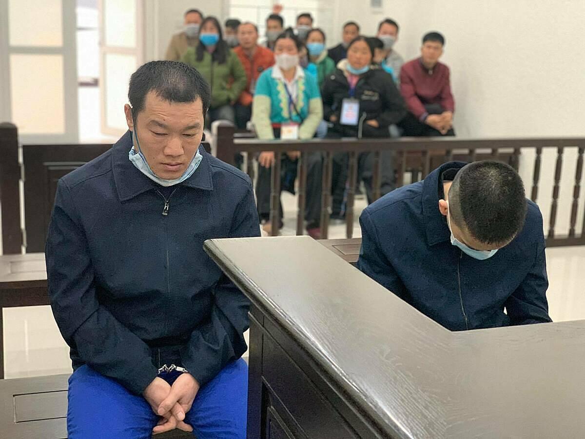 Bị cáo Mã (trái) và Tiến tại phiên xét xử. Ảnh: Thanh Vân