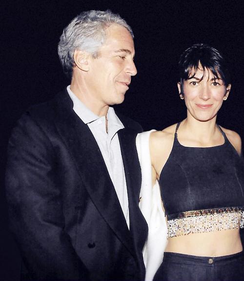 Jeffrey Epstein và Ghislaine Maxwell (phải) vào tháng 2/2000. Ảnh: Splash News.