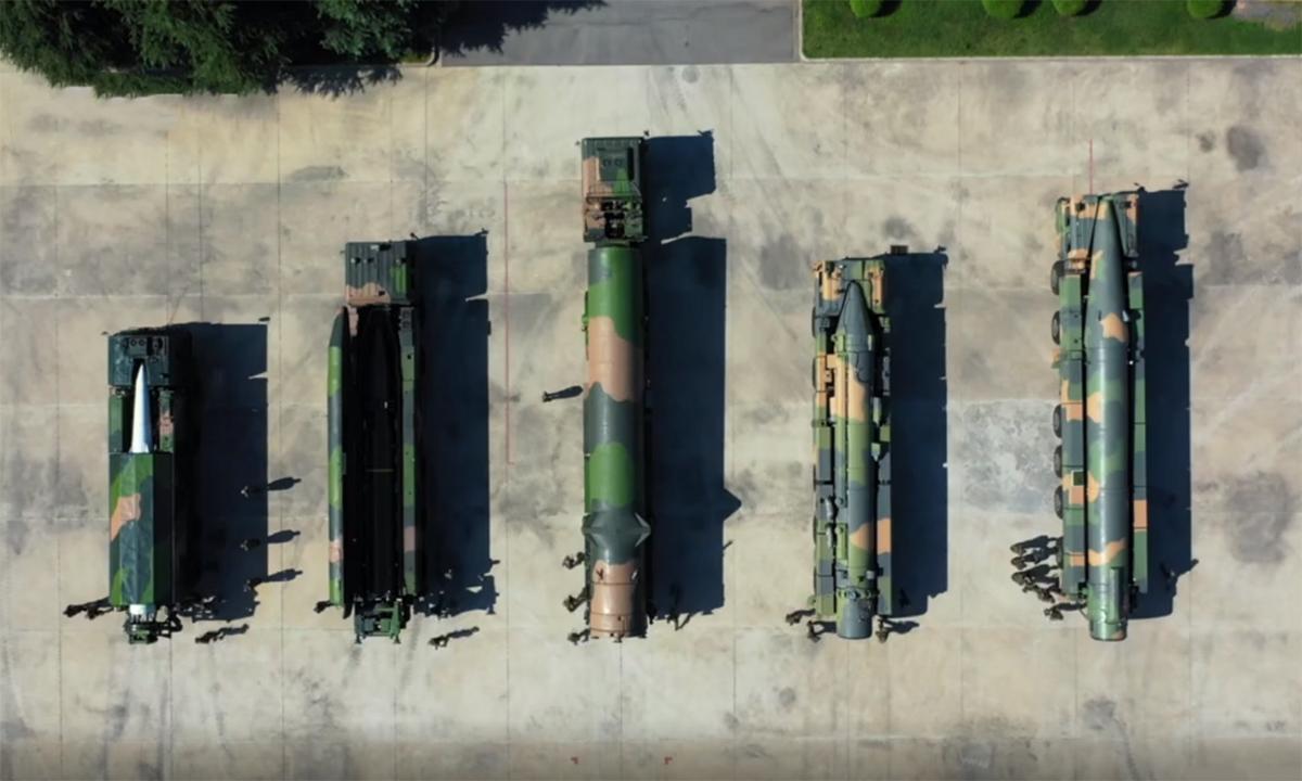 Từ trái qua, tên lửa siêu vượt âm DF-17, tên lửa đạn đạo tầm ngắn DF-16, tên lửa đạn đạo xuyên lục địa DF-31, tên lửa đạn đạo tầm trung DF-21 và tên lửa đạn đạo tầm xa DF-26. Ảnh: PLA.