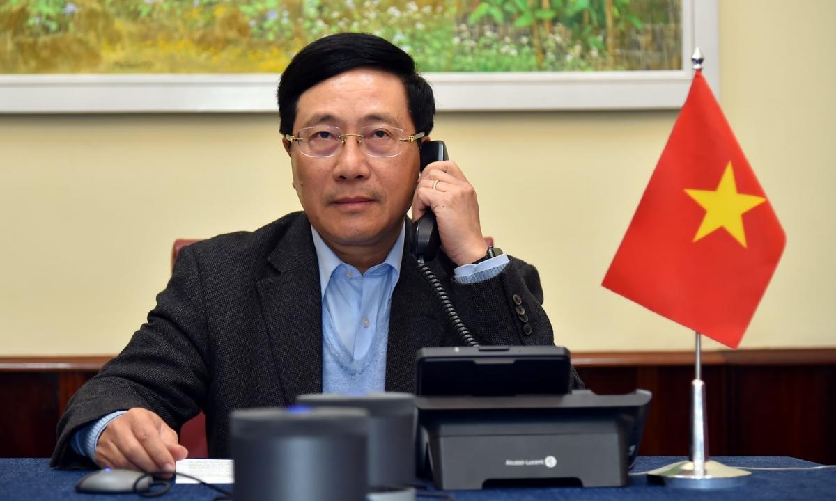 Phó Thủ tướng, Bộ trưởng Ngoại giao Phạm Bình Minh điện đàm với Ngoại trưởng Mỹ Mike Pompeo từ Hà Nội ngày 6/1. Ảnh: BNG.