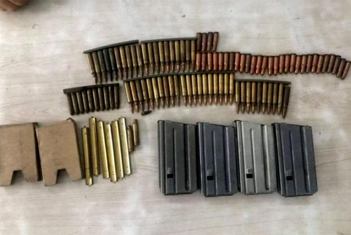 Số băng đạn và vỏ tiếp đạn được người dân phát hiện. Ảnh: Công an.
