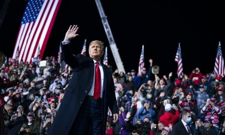 Tổng thống Trump trong buổi vận động tranh cử cho hai ứng viên đảng Cộng hòa tham gia cuộc đua giành ghế Thượng viện ở Georgia ngày 5/1. Ảnh: NYTimes.