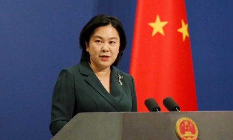 Phát ngôn viên Bộ Ngoại giao Trung Quốc Hoa Xuân Oánh trong cuộc họp báo tại Bắc Kinh hồi tháng 11/2020. Ảnh: Reuters.