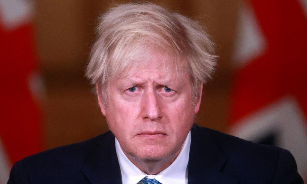 Thủ tướng Anh Boris Johnson tại một cuộc họp báo trực tuyến bên trong văn phòng ở thủ đô London hôm 5/1. Ảnh: AFP.