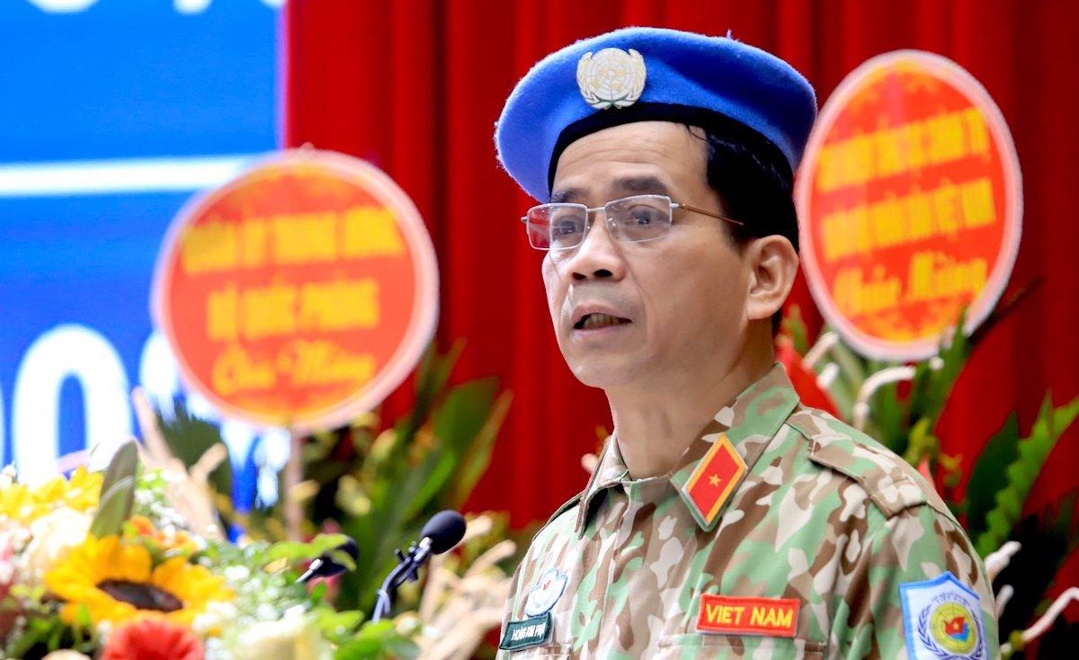 Thiếu tướng Hoàng Kim Phụng, Cục trưởng Gìn giữ hòa bình Việt Nam báo cáo tổng kết về Việt Nam tham gia hoạt động gìn giữ hòa bình Liên hợp quốc giai đoạn 2012-2020. Ảnh: Hoàng Thùy