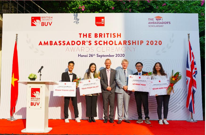 Chương trình học bổng Đại sứ Vương quốc Anh chính thức nhận hồ sơ cho năm học 2021. Ảnh: BUV.