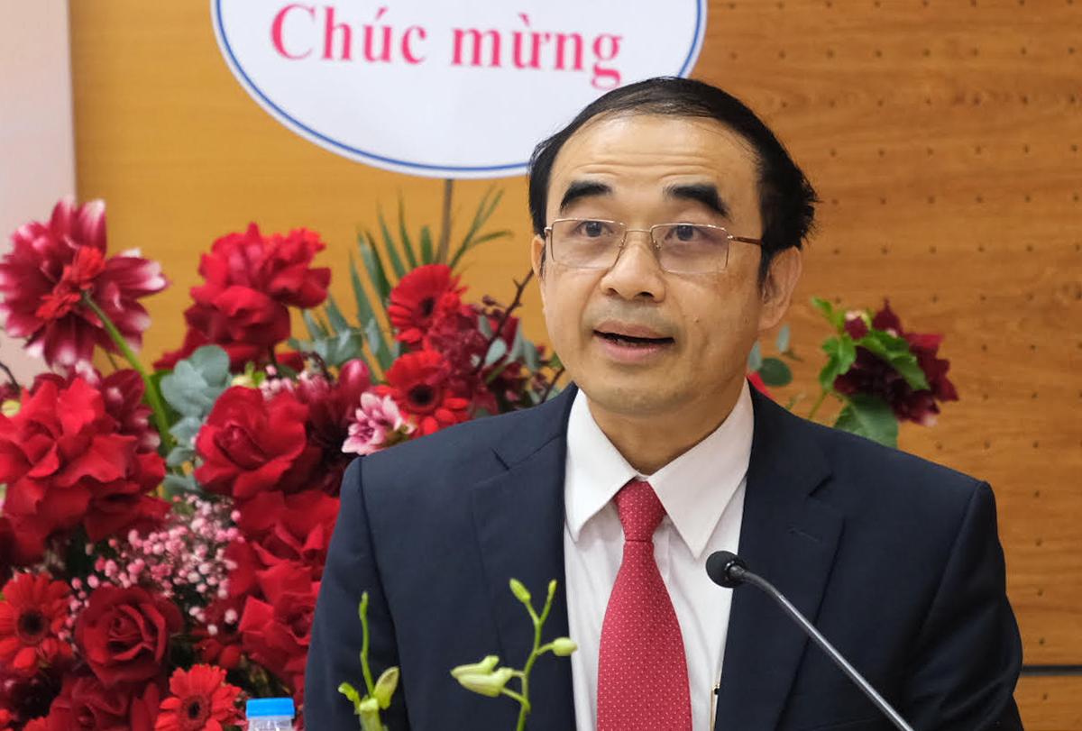 GS Nguyễn Hữu Tú chia sẻ tại lễ kỷ niệm 10 năm đào tạo chương trình tiên tiến ngành Điều dưỡng chiều 7/1. Ảnh: Dương Tâm.