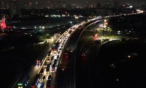 Ùn tắc kéo dài ngày thông xe cầu Thăng Long